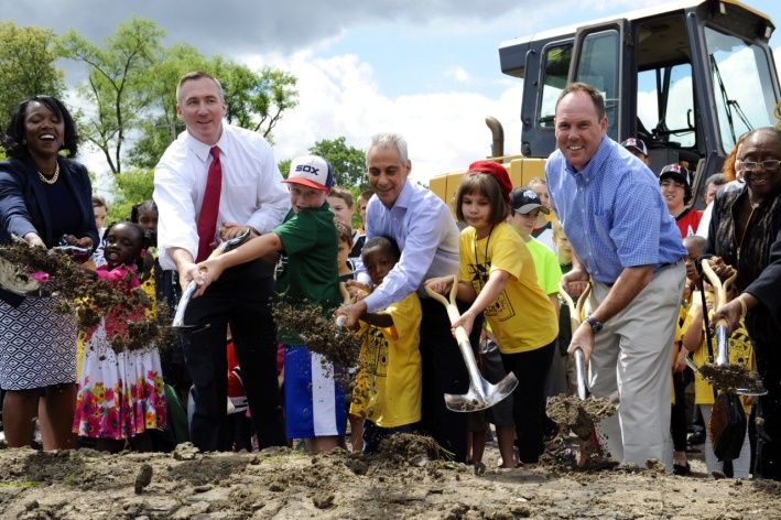 http://www.cityofchicago.org/content/dam/city/depts/mayor/Press%20Room/Press%20Releases/2014/July/BeverlyGroundBreaking.jpeg
