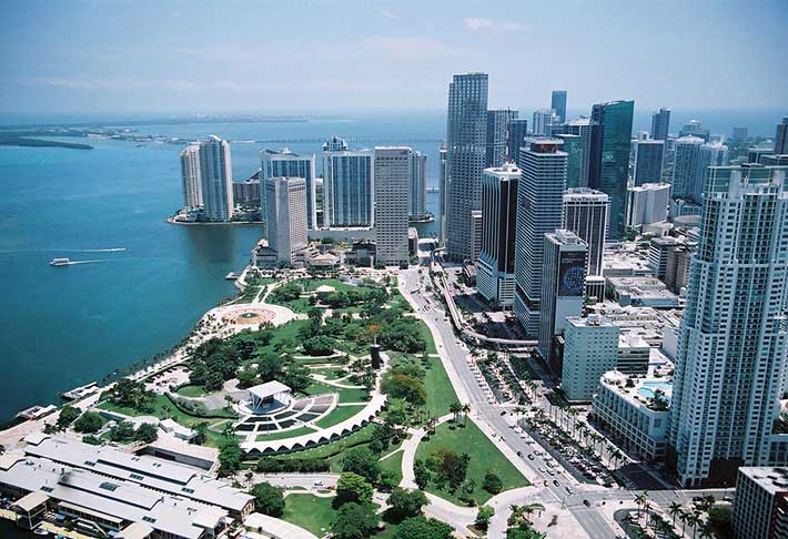 http://www.downtownmiaminews.com/wp-content/uploads/2012/02/bayfront-park.jpg