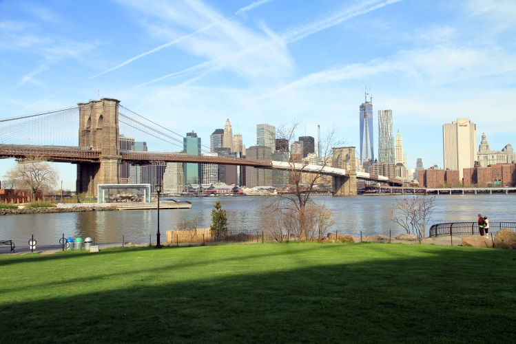 https://upload.wikimedia.org/wikipedia/commons/2/22/USA-NYC-Brooklyn_Bridge_Park.jpg